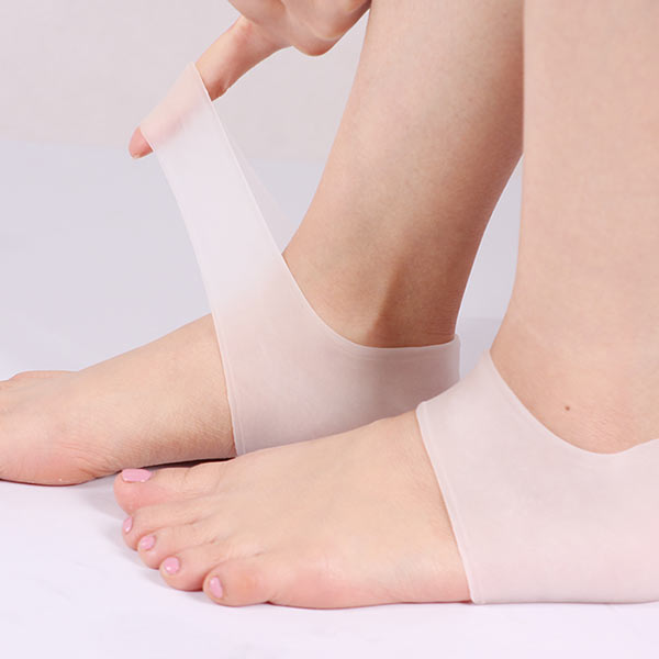 Skin Dry fissure Treatment with silicone foot